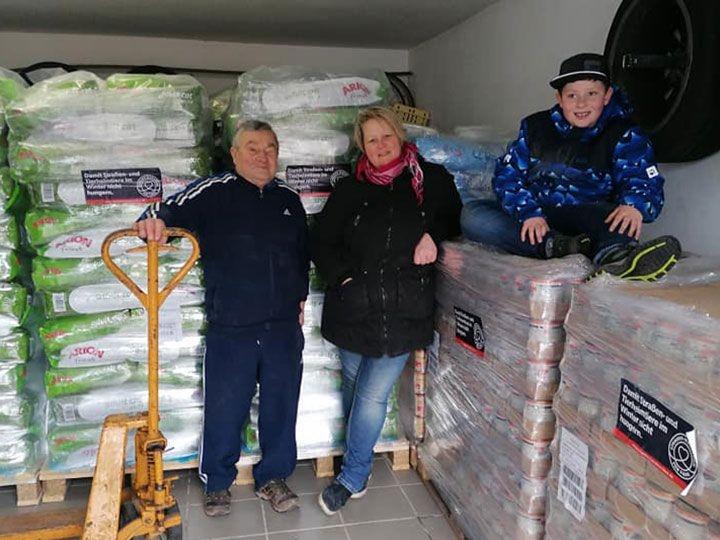 Katzenhilfe-Schmelz-e.V.-Futterspendenankunft-februar-2020-Spenden-Marathon-2019-Deutschland (4)