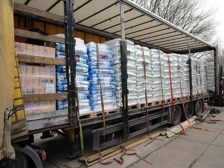 Streunerglück e.V.-Futterspendenankunft-februar-2020-Spenden-Marathon-2019-Kroatien (2)