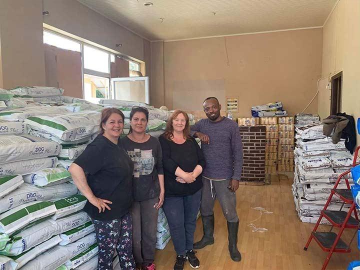 Stray Paws Deutschland e.V.-Futterspendenankunft-april-2020-Spenden-Marathon-2019-Griechenland_2