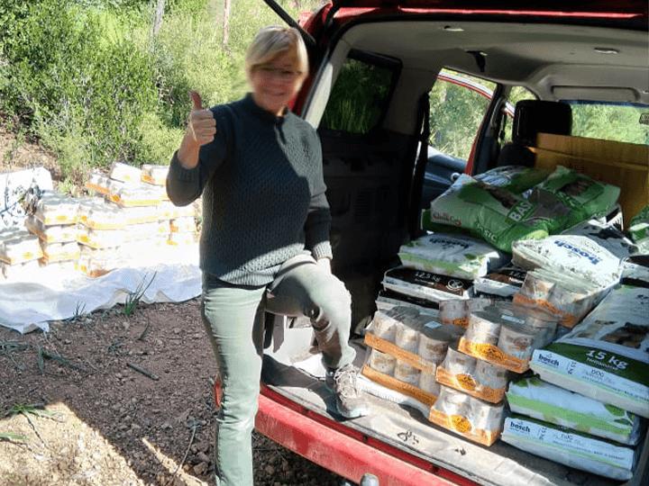 Ein-Zuhause-für-verlassene-Tiere-e.V.-Futterspendenankunft2019-Spenden-Marathon2018-Spanien(8)