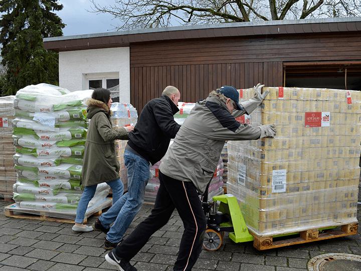 Katzenhilfe-Karlsruhe-e.V.-Futterspendenankunft2019-Spenden-Marathon2018-Deutschland(2)