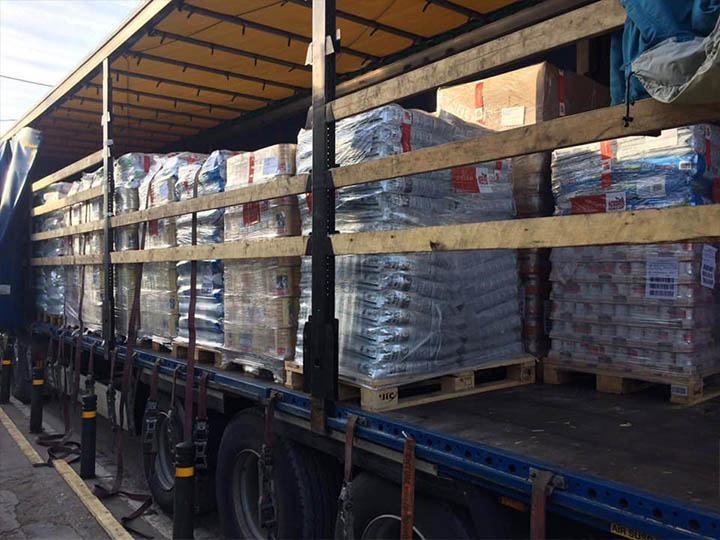 Stray-einsame-Vierbeiner-e.V.-Futterspendenankunft2019-Spenden-Marathon2018-Griechenland(4)